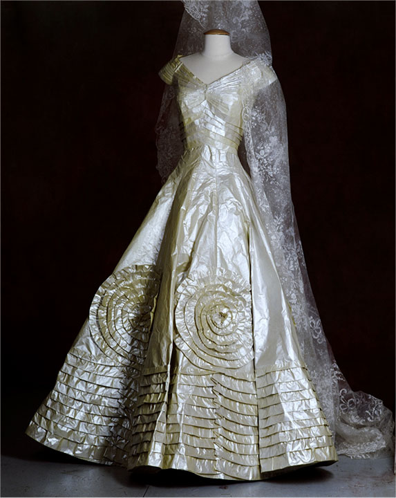 Isabelle de borchgrave zone one arts for Jackie kennedy wedding dress designer