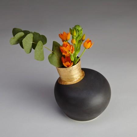 Speak-Vase-Black-Gilded_03-450x450