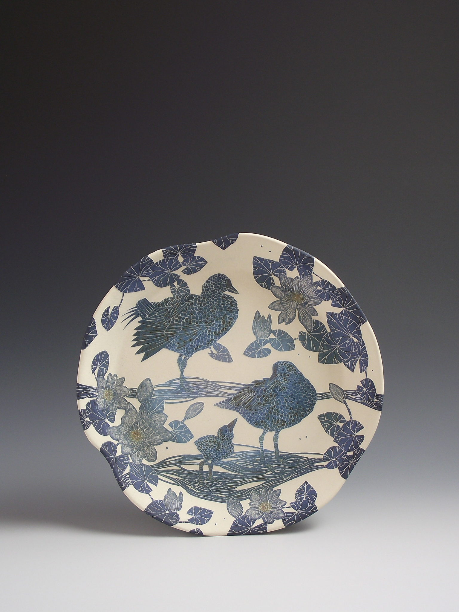 moorhen & water-lily dish front 26cm