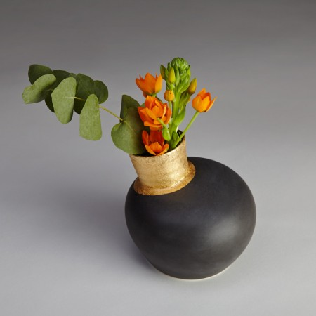 Speak-Vase-Black-Gilded_03-450x450
